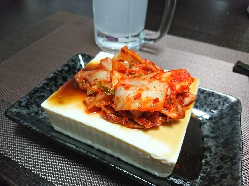 キムチ添え豆腐