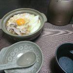 今夜の晩酌は玉ねぎ天とかき菜のおひたし、豚肉と豆腐鍋で一杯