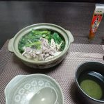 今夜は里芋の煮っころがしと油揚げの甘辛煮、豚肉と小松菜の常夜鍋で晩酌