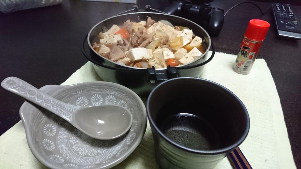 今夜の晩酌は肉豆腐でも。