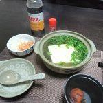 今夜は熱々の湯豆腐をつつきながら一杯