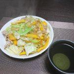 今夜はカボチャの煮物にとろろオクラ納豆、そして肉野菜炒めで晩酌を。