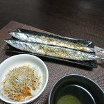 今夜は冷奴とかき菜のおひたし、秋刀魚の塩焼きで一杯