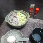 今夜は里芋の煮付けと冷奴、豚肉と白菜の鍋で一杯