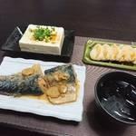 今夜の晩酌 秋冬の大衆魚、サバの味噌煮込みをつまみに一杯