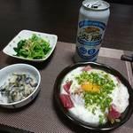 今夜の晩酌 まぐろの山かけと小松菜のおひたし、貝わさびで一杯
