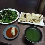 今夜の晩酌 焼き餃子と青菜炒めを肴に一杯