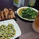 今夜の晩酌 手羽元の甘辛煮に青菜炒め、青大豆で一杯