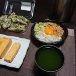 今夜の晩酌 イカ納豆にだし巻き卵にタラの芽の天ぷら